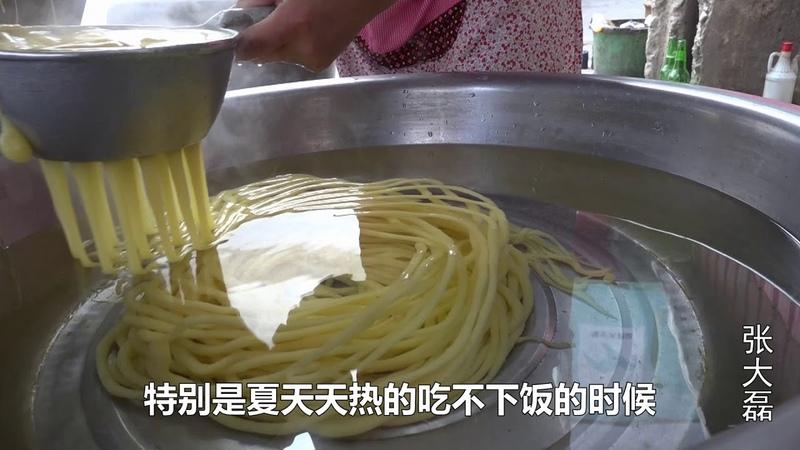 整个河南卖这个小吃的没有10家,有机会碰到整一碗,那滋味美的很