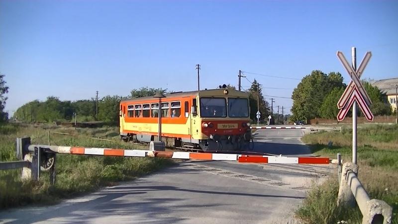 Spoorwegovergang Kisbér (H) Railroad crossing Vasúti átjáró