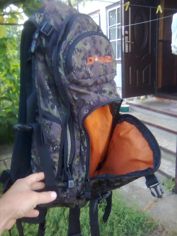 Продам рюкзак б/у красный череп на рюкзаке