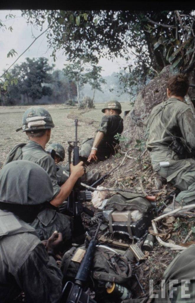 guerre du vietnam - Page 2 DRKtZBDXHf4