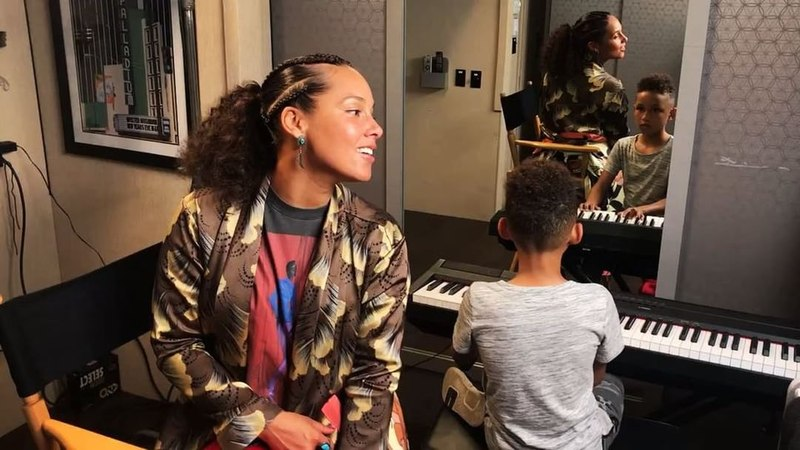 """Alicia Keys on Instagram: """"Best duet everrrrr !! Love this boy!! He's so excited about music My bestie!! ❤️❤️🌈🌈 🎶 🎼 🎶 🎹 🎤"""""""