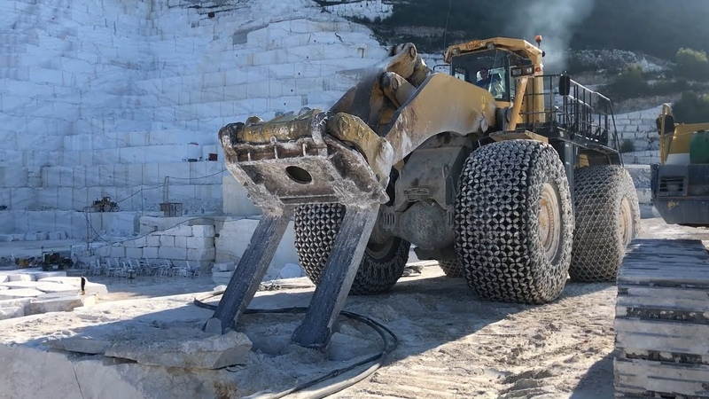 Cat 992D And Komatsu WA900-600 Wheel Loaders Working At Marble Quarry