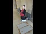 Беременная украинская цыганка Мальвина на коленях в переходе