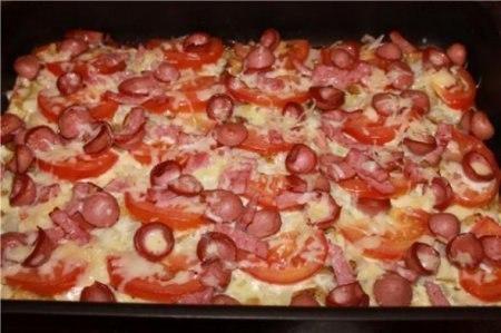 Картофельная пицца Ингредиенты: Картофель 7 шт Лук репчатый 2 шт Помидоры