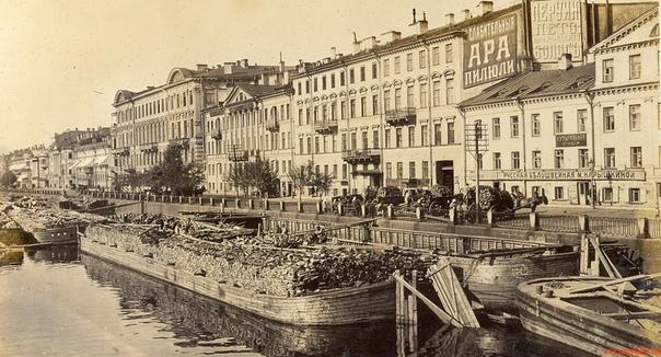 26 января 1924 года Петроград был переименован в Ленинград. После вступления страны в Первую мировую войну в 1914 году император Николай II подписал Акт о переименовании города в русский