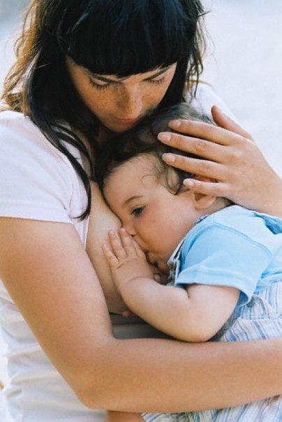 Сегодня всё чаще кормящим женщинам рекомендуют сделать анализ грудного моло