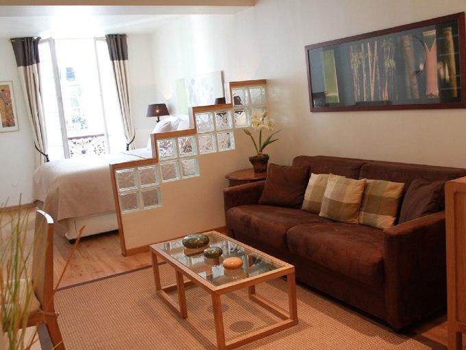 Стеклоблоки в интерьере квартиры 35 м в Париже / Франция - http://kvartirastudio.
