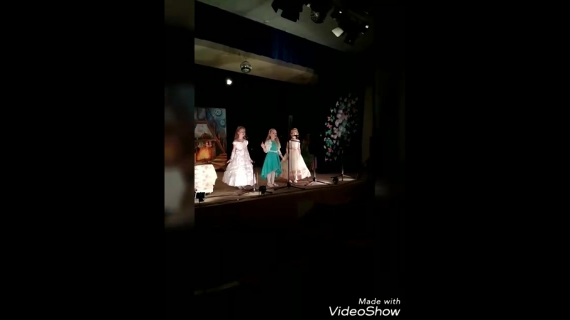Посвящение в театралы👏СШ200 Первый спектакль на школьной сцене🎊🎉 в роли Сказочницы🤗... Школьные будни на сцене