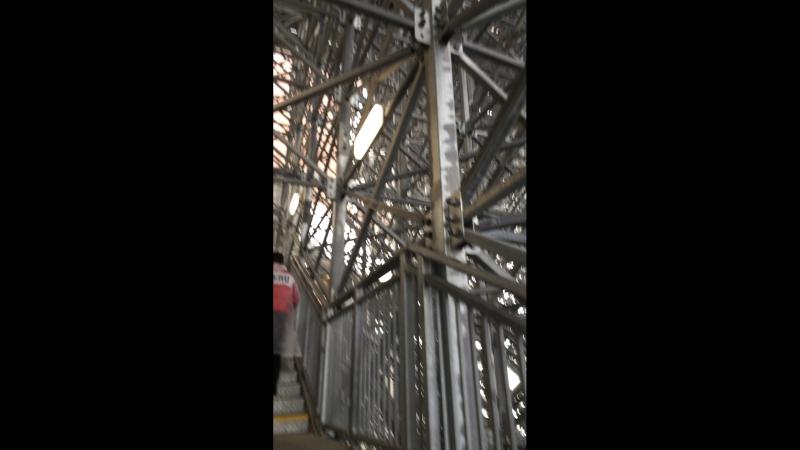 Подьем на Эйфелеву башню