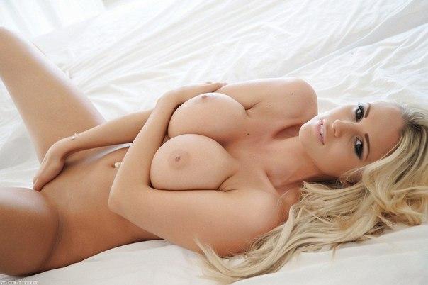 Белоснежная грудь