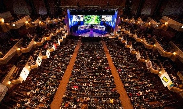 В 2013 году чемпионат мира по Dota 2 проходил в в концертном зале Бенаройя Холл.