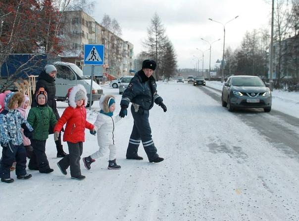 В Усть-Илимске госавтоинспекторы провели курсы дорожной безопасности с дошкольниками