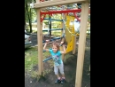 15.08 - Софья не отстает от брата и учится делать переворот на кольцах