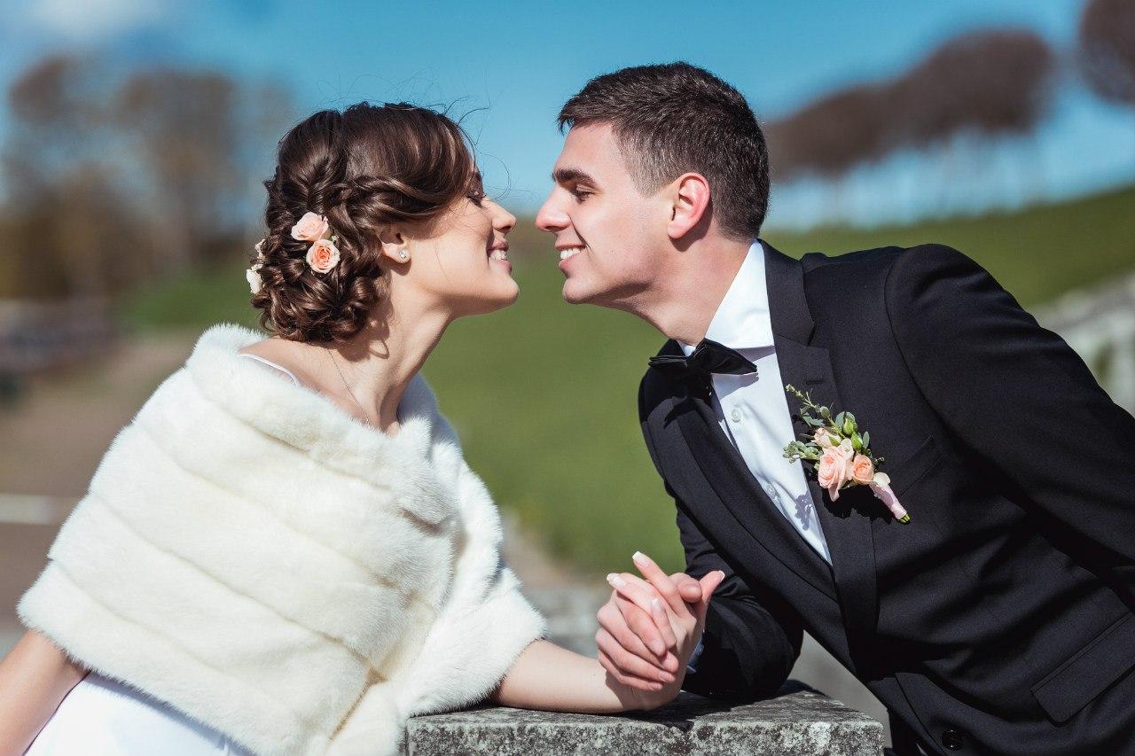счастливые жених и невесты
