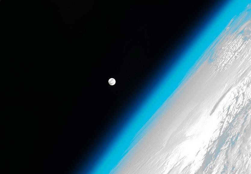 Земля і Місяць з космосу