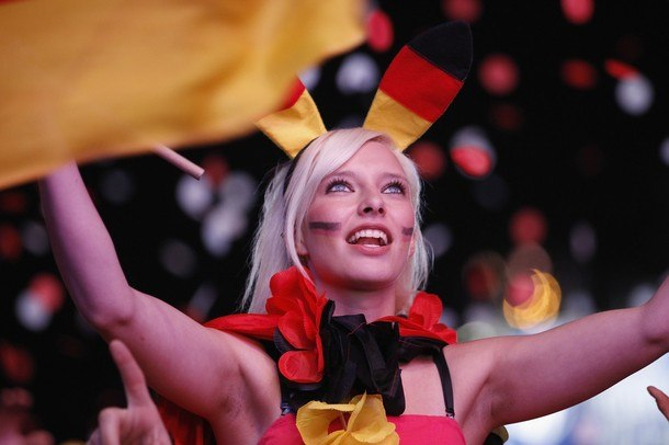 Девушки футбольные болельщицы на Чемпионате Европы 2012, Германия