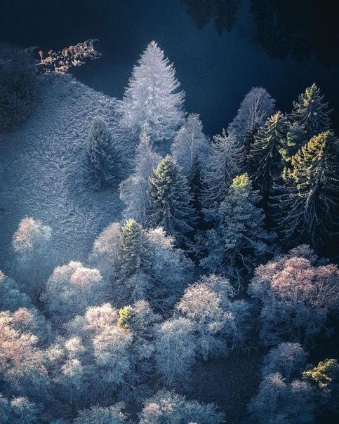 Шведский фотограф Тобиас Хег (Tobias Hägg делает восхитительные аэрофотоснимки, запечатлевая невообразимую красоту нашей планеты и предлагая непривычный взгляд на разнообразие природы. Будь то