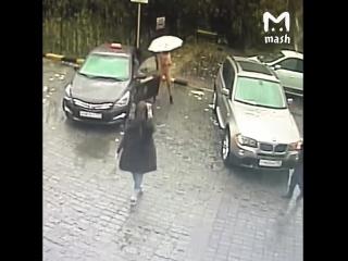 Голая девушка приехала на автомойку [18+]