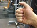 Что означает согнутый большой палец Тесака