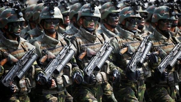 Армия Южной и Северной Кореи: кто сильнее Конфликт, не утихающий на полуострове с середины прошлого века, заставляет страны непрерывно поддерживать боевую готовность и наращивать военный