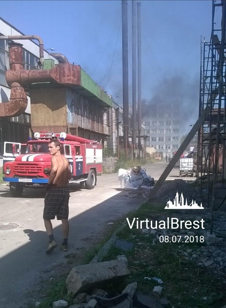Что горит на территории бывшей мебельной фабрики?