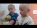 Ярик и Коля учатся чистить зубки)