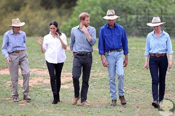 Нежные объятия с детьми и проявление чувств на публике: как прошел второй день Меган Маркл и принца Гарри в Австралии