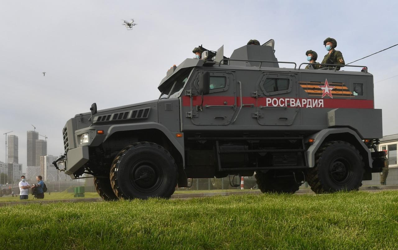 الدفاع الروسية تنشر صورا للعرض العسكري التجريبي الخاص باحتفالات عيد النصر VAaO2yAhVro