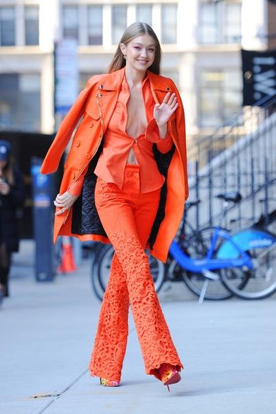 «Прощай, 2018»: ужасные тренды прошлого года, которые хочется поскорее забыть Каждый год мода диктует новые правила, которым некоторые девушки стремятся следовать, невзирая на здравый смысл,