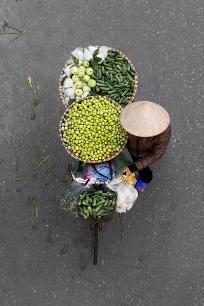 У Азии невероятная атмосфера: шум дорог, создаваемый мопедами, туда-сюда снующие туристы и местные жители и, конечно же, уличные торговцы