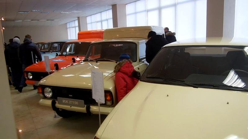 Музейная экспозиция автомобилей на дне открытых дверей на LADA Ижевск 15 декабря