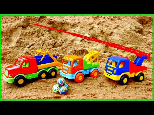 Vidéo pour enfants des voitures: les camions transportent les balles