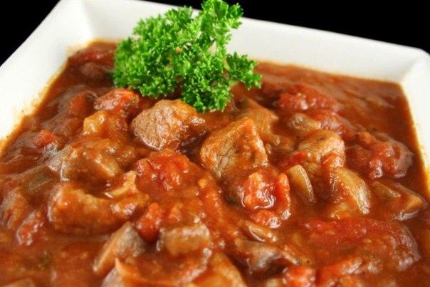 Гуляш из говядины в сметанном соусе рецепт