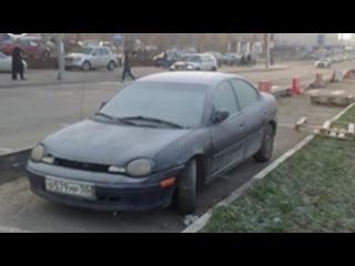 На Ярославке припаркованный автомобиль загородил бордюр