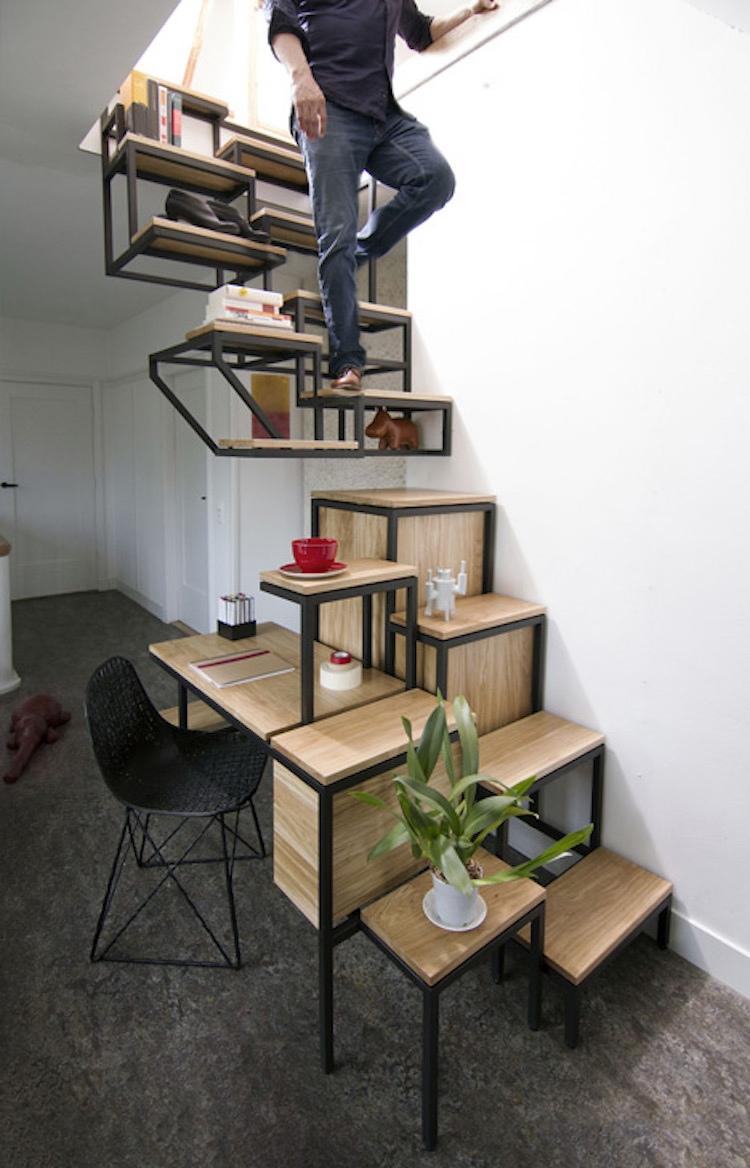 Лестница в коттедже на второй этаж.