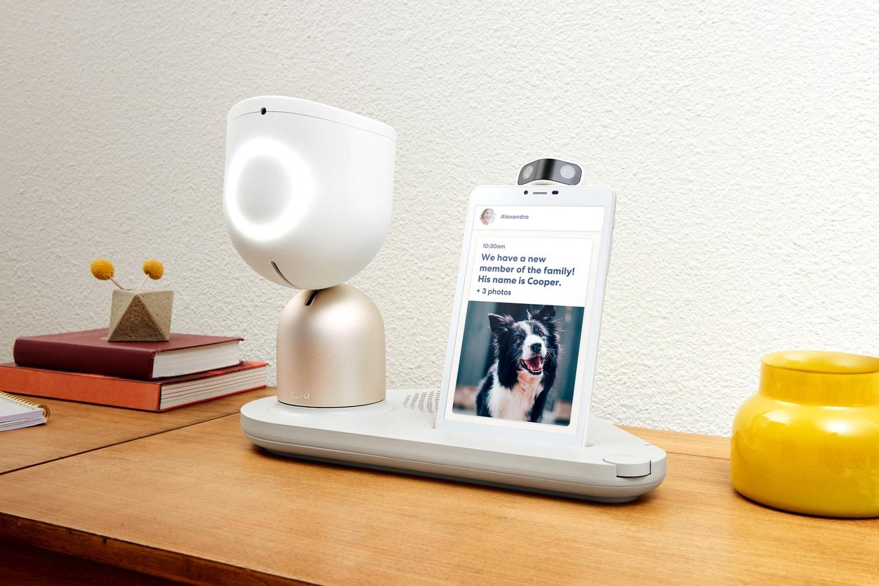 Робот ElliQ – умный собеседник для пожилых людей