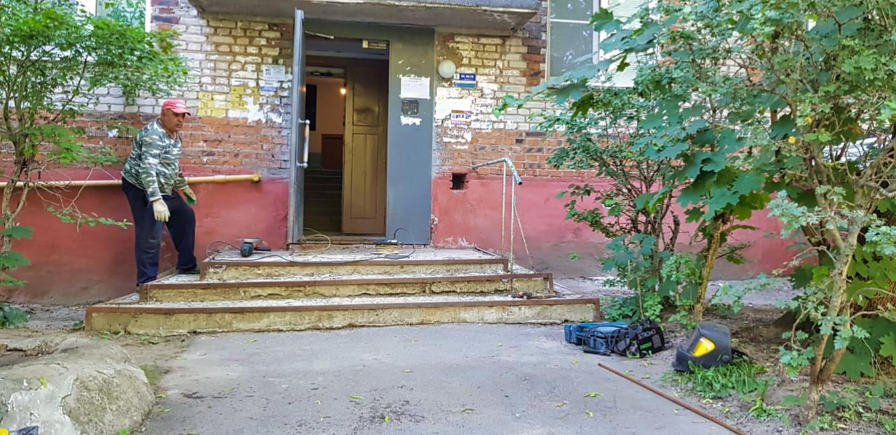 Ремонтируем лестницу у 5 подъезда на Дачной, 3