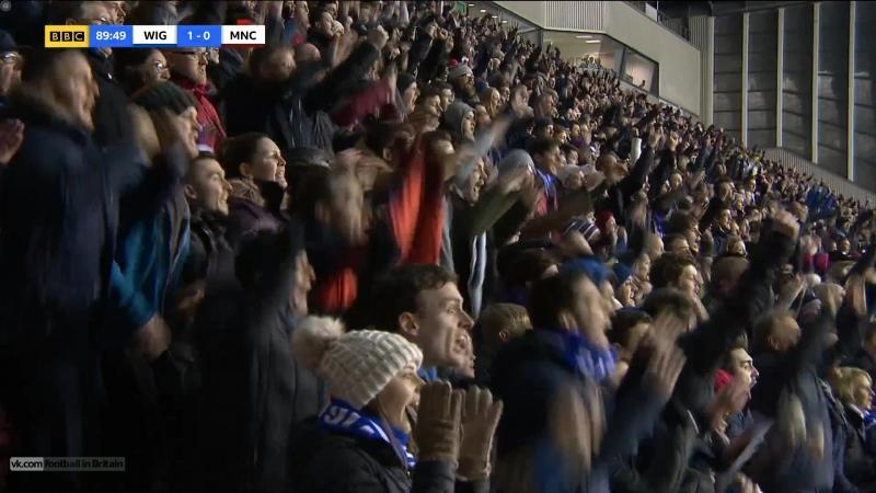 Гол и реакция фанатов