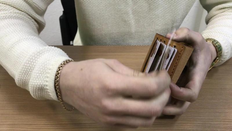Видеообзор картхолдера SURIKOV от мастерской KREPKO