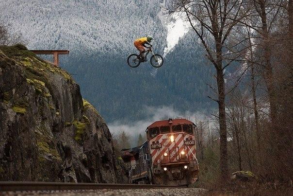 Спортсмен Ян Моррисон в горах