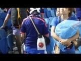 Японские болельщики убирают за собой на стадионе после матча. Всё таки есть у кого поучиться культуре.
