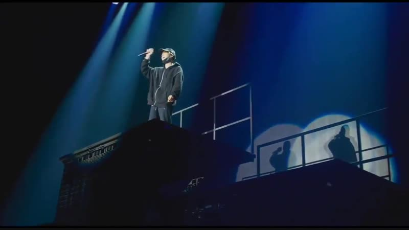 Still cryinf @ the staff in the audience seats swaying their arms to yoongis beautiful ren