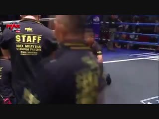Max Muay Thai китайский боец Гоу Дакуй случайно отправил в нокаут рефери