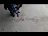 Вот, что происходит с самсунгом, когда он падает на бетон экраном вниз. Из цикла кривые руки. 18+ .