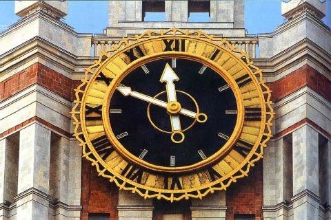 9ad65580 Часы на Главном здании Московского государственного университета имени М.В.  Ломоносова превосходят по размеру Кремлевские куранты.
