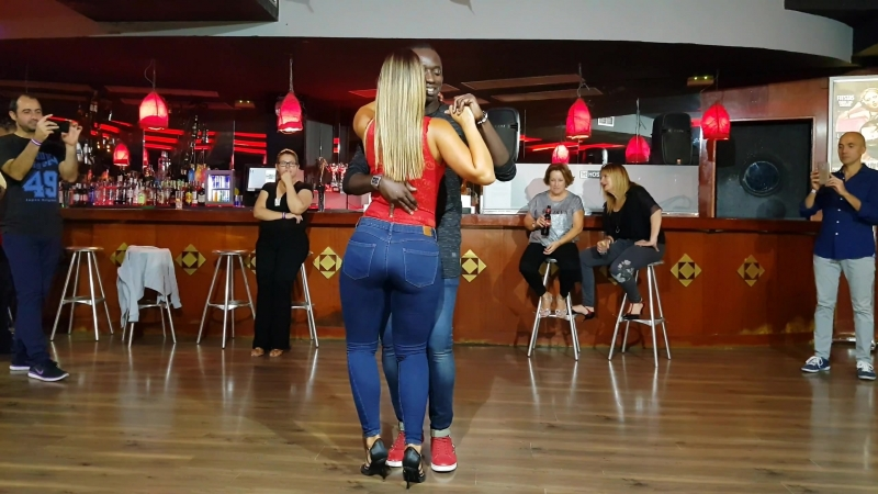 Sexy ass, big ass, sexy legs, sexy ass in jeans, girls in jeans, spandex, porno, sexy walking, girls in leggings, классная попка