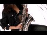 Девушка и саксофон. Besame Mucho .