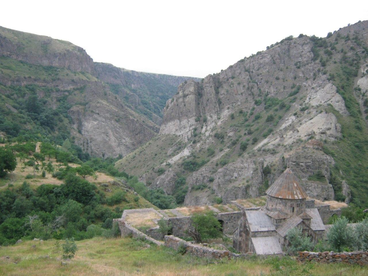 Монастырь Гндеванк и старая дорога на Джермук