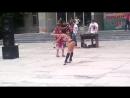 смешные танцы бабка уделала девушку