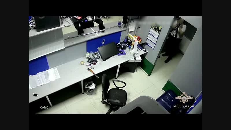 В Малоярославце грабитель обронил в букмекерской конторе топор.